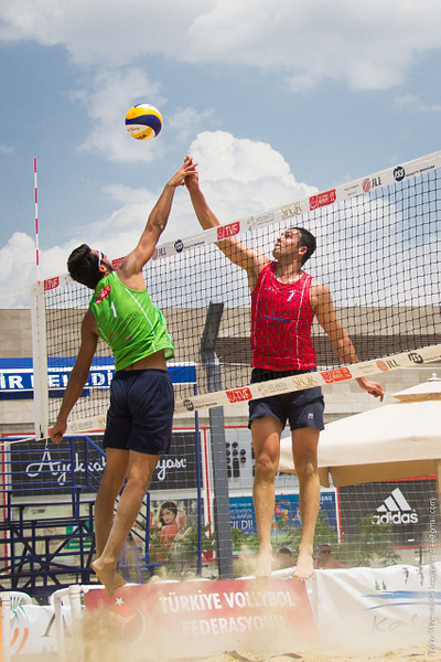 TVF Pro Beach Tour 2014 - Ankara, High five by Mike van der Lee