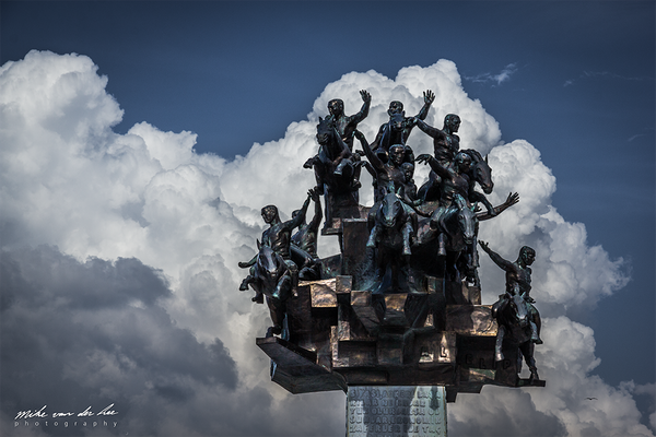 Izmir - Cumhuriyet Ağacı by Mike van der Lee