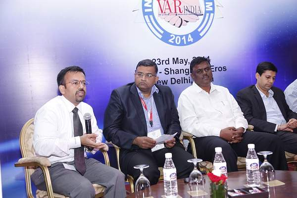 aneeshdhawan-rameeshkailasam-kmohanraja-ashish-kapahi-at-panel-discussion-12th-varindia-it-forum