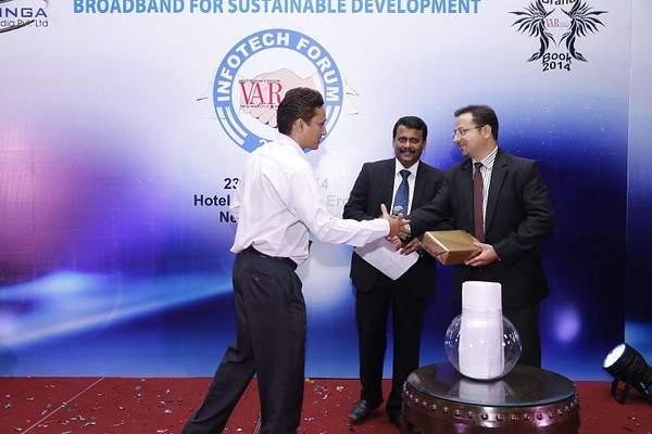 deepak-sahu-ajay-kaul-with-the-lucky-draw-winner-at-12th-varindia-it-forum-2014