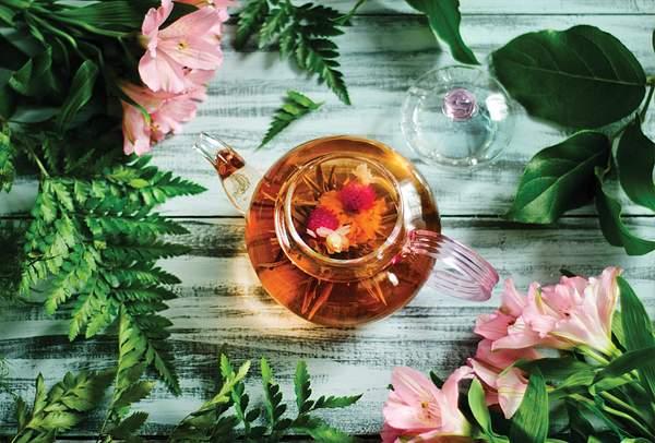 Herbata-i-rozowe-lilie
