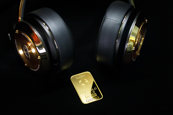 Gold is money (8) by Starkkarllois