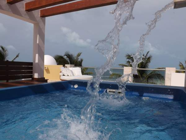 RTT with plunge pool, 2 day beds and loungers