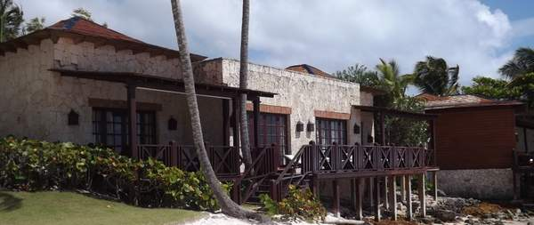 Monarch Oceanfront Villas on Trump Beach (2)