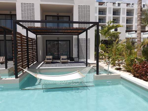 The Finest Play Mujeres EC Swim Up Suite