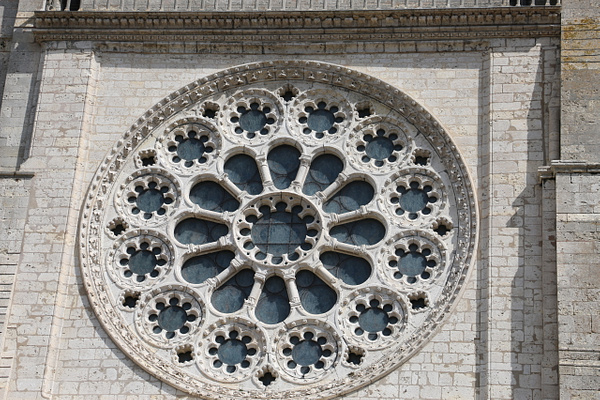 Exterior view of Chartres Cathedral's Western facade rose window