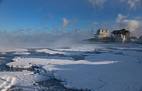 Gunrock Beach, Hull-The ocean is frozen!