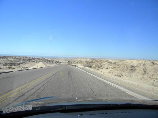 DSCN9857going down hill to El Golfo