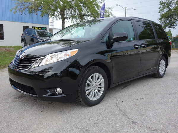 15 Toyota Sienna XLE by USACARS