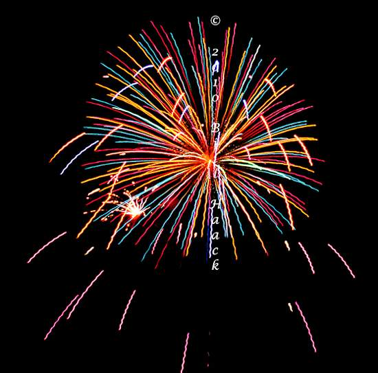 94_DSD0157_July_4th_Fireworks_Chesterfield_030_bright_wild_550px_070510.j