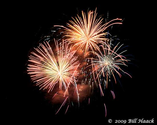_DSD3865_4th_Fireworks_Chesterfield_035_070409