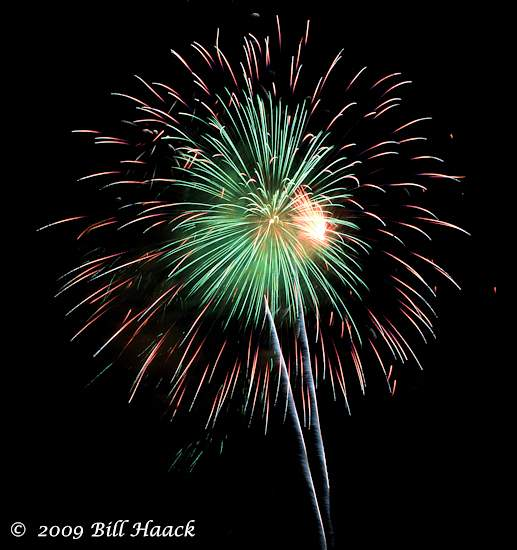 _DSD3871_4th_Fireworks_Chesterfield_039_070409