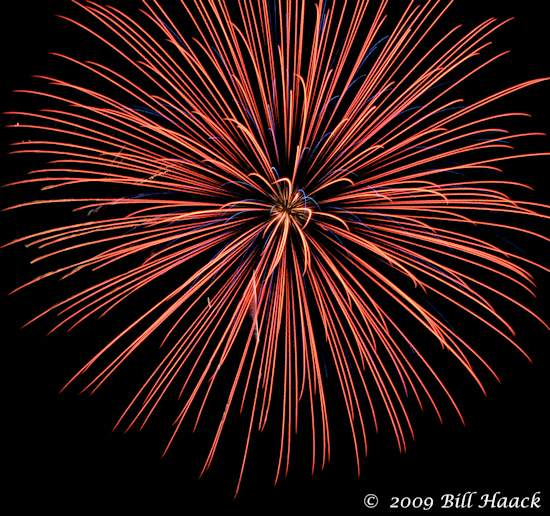 _DSD3890_4th_Fireworks_Chesterfield_048_070409