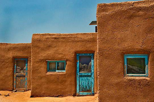 Windows_and_doors,_Taos
