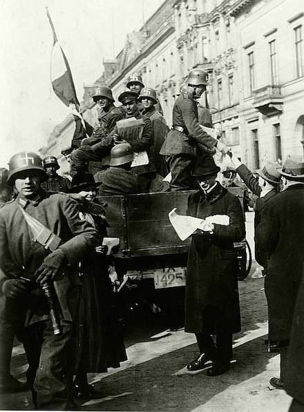 hakenkreuz-freikorsdps-bild-_183-r16976_kapp-putsch_berlin1