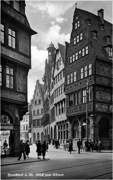 Frankfurt_Altstadt-Blick_zum_Roemer-1920